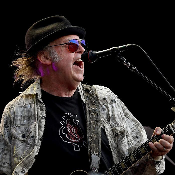 45 év után jelent meg Neil Young eddig kiadatlan lemeze